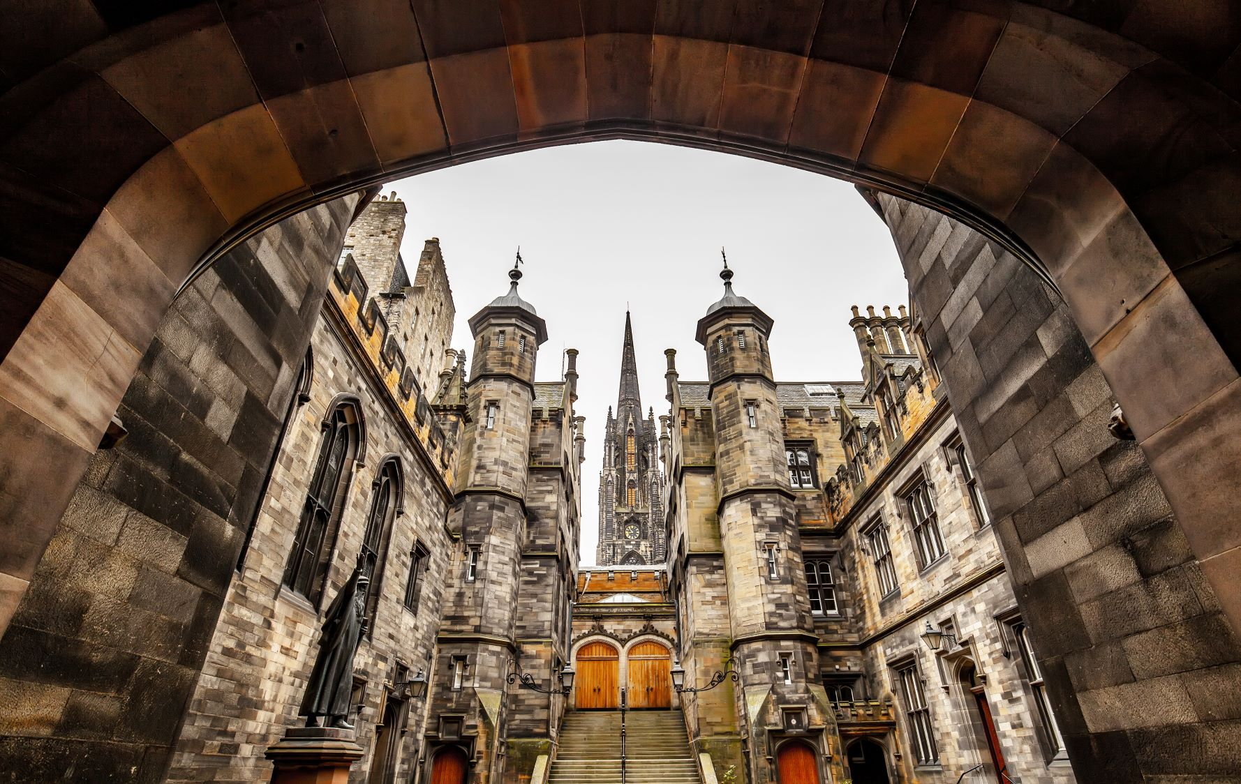 AdobeStock 296914374 Edinburgh small